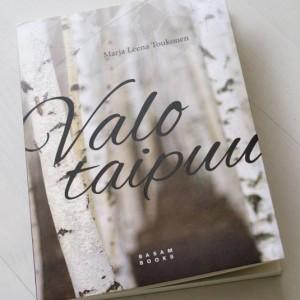 Valo taipuu book cover design